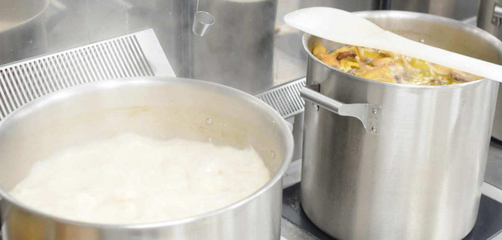 making ramen soup